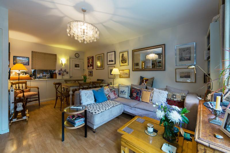 2 bed on Bartle Road with garden, Notting Hill. Sleeps 4. - Image 1 - London - rentals