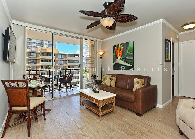 Fresh and contemporary! - Fresh Contemporary/Hawaiian Decor with A/C, Washer/Dryer, WiFi, and Parking! - Waikiki - rentals