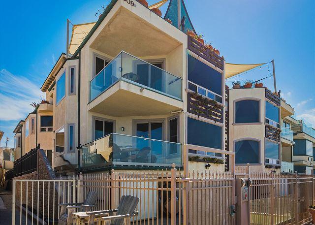 Luxury Oceantfront rental, 5br/4ba, Spa, Huge Kitchen, P908-2 - Image 1 - Oceanside - rentals