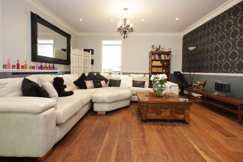 Spectacular 3 bed on Hardwicke Road, Chiswick - Image 1 - London - rentals
