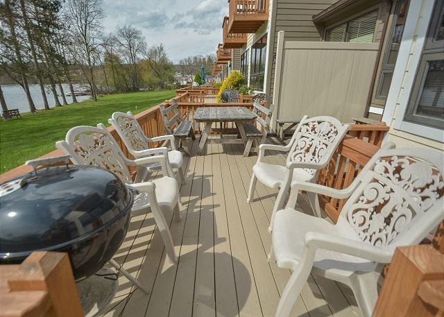 Back Deck - Beautiful townhome in amenity filled community! - McHenry - rentals