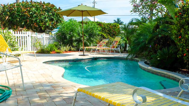 Private heated pool with jet tubes - A Turtle Place - Pool Beach House on the island - Holmes Beach - rentals