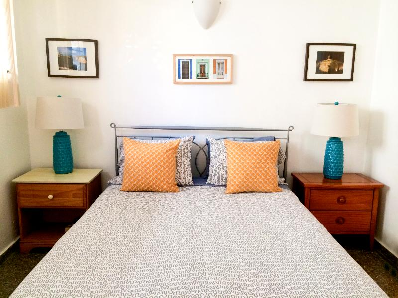 Studio apartment's queen size bed - Studio Steps from Ocean Park Beach, San Juan, PR - San Juan - rentals