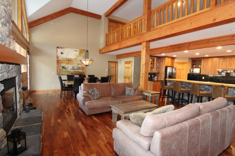 Stunning Cherry wood features and open-concept living area - Canmore Three Sisters Mountain Homes 3 Bedroom Lofted Condo - Canmore - rentals