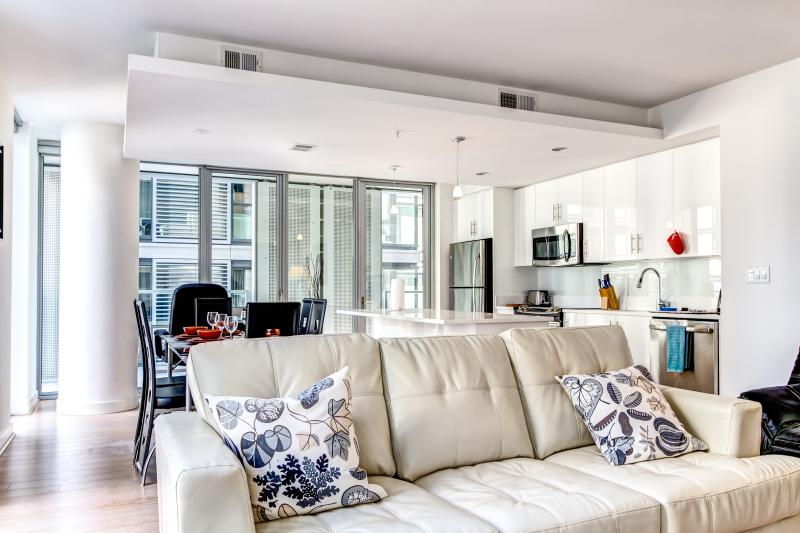 Living Room - 2 Bedroom Apartment in LA Downtown - w/ FREE PARKING - Los Angeles - rentals