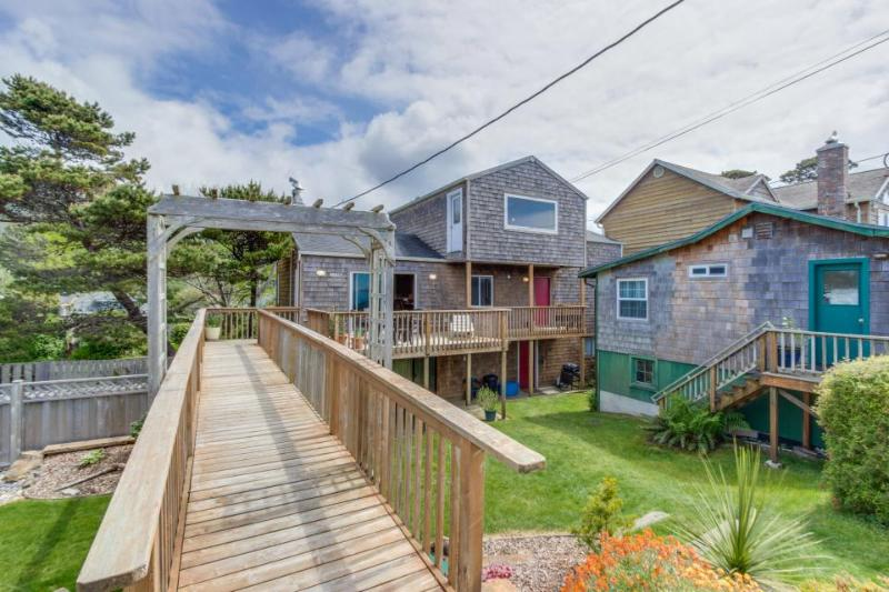 Comfy, dog-friendly house with ocean views & large deck! - Image 1 - Neskowin - rentals