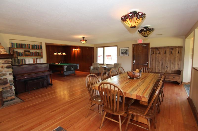 Wonderful, spacious living area - Brewster Kananaskis Guest Ranch - Private Retreat, Sleeps 8! - Seebe - rentals