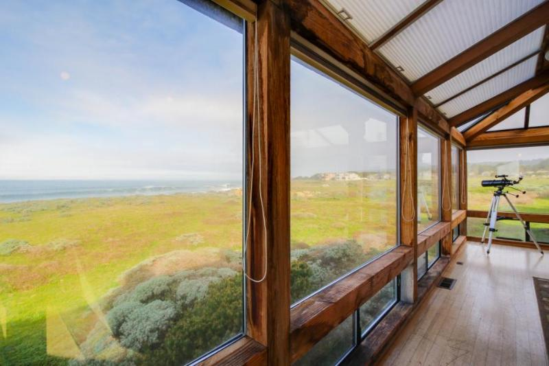 Large oceanfront home w/ hot tub, shared pool, & large deck. Dogs welcome! - Image 1 - Sea Ranch - rentals