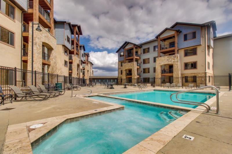 Upscale studio near ski lift w/shared pool, hot tub, & more! - Image 1 - Park City - rentals