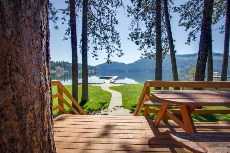 "Posh lakefront chalet w/ amazing viewsâ€""near public boat launch! - Image 1 - Spirit Lake - rentals"
