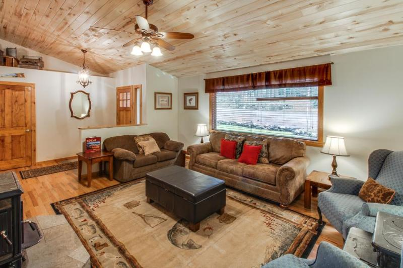 Downtown McCall home w/ covered deck & firepit for s'mores! - Image 1 - McCall - rentals