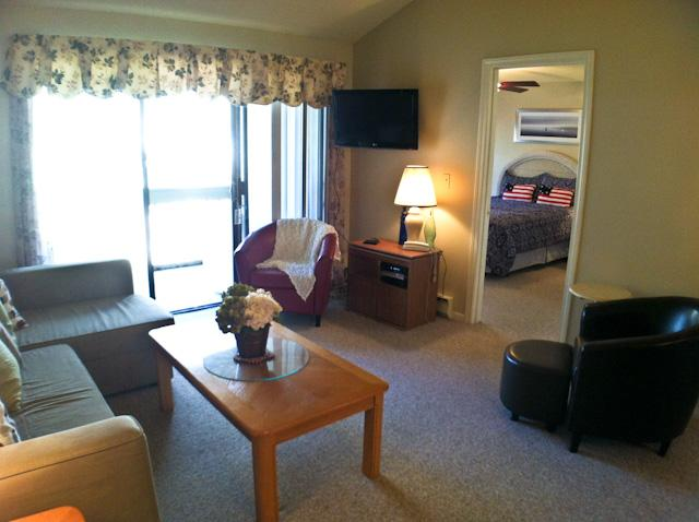 Living area - Ocean Edge Upper Level Sleeps 6 with 1 A/C & 6 Pool Passes (fees apply) - EA0421 - Brewster - rentals