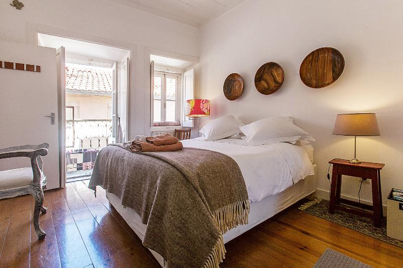 The Master Bedroom - Charming Apartment in Lisbon within Castle walls - Lisbon - rentals