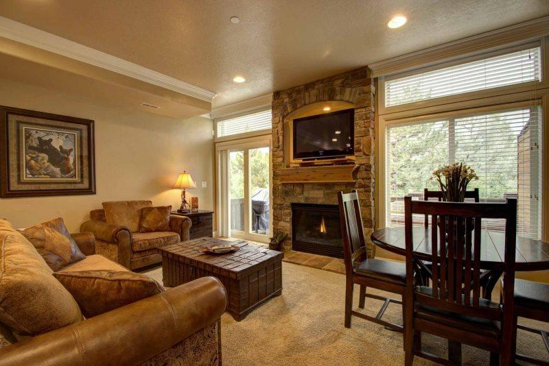 Living area with gas fireplace / tv - Lakeside Unit 85 | 2 Bed - Huntsville - rentals