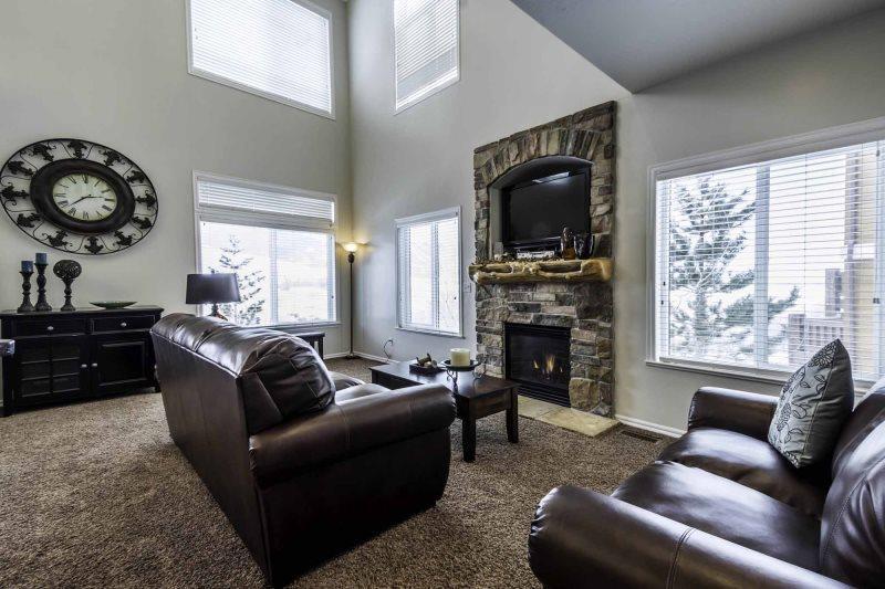 Large living area/gas fireplace/tv - Unit 24 | 3 Bed - Huntsville - rentals