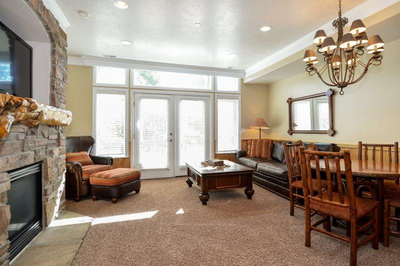 Living area with flat screen/gas fireplace sofa sleeper - Lakeside Unit 21 | 2 Bed - Huntsville - rentals