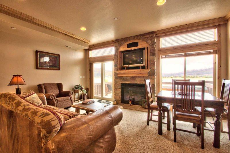 Large Living area/gas fireplace/tv - Lakeside Unit 56 | 2 Bed - Huntsville - rentals