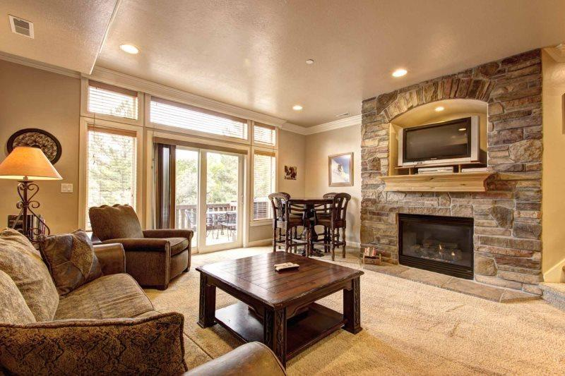 Living area with gas fireplace / tv - Lakeside Unit 78 | 2 Bed - Huntsville - rentals