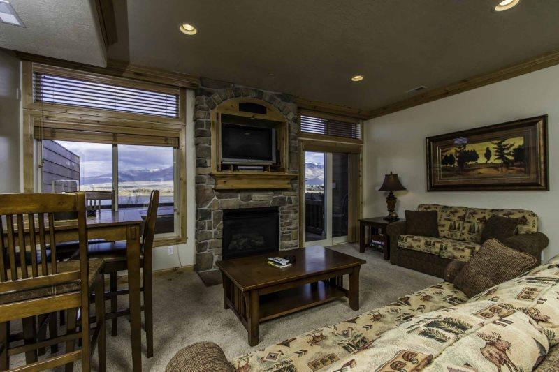 Living area with tv/ gas fireplace - Lakeside Unit 72A | 1 Bed - Huntsville - rentals