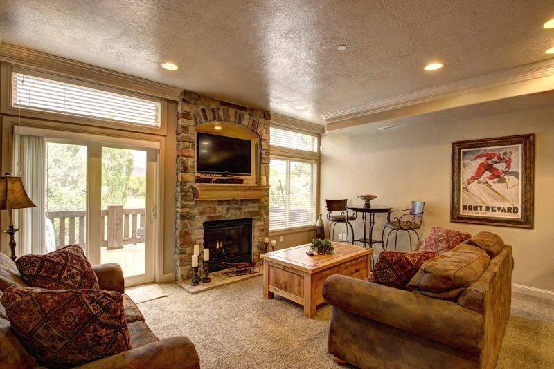 living area with flat screen tv / sofa sleeper - Lakeside Unit 86 | 2 Bed - Huntsville - rentals