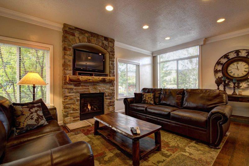 Living room with a gas fireplace - Lakeside Unit 14 | 4 Bed - Huntsville - rentals
