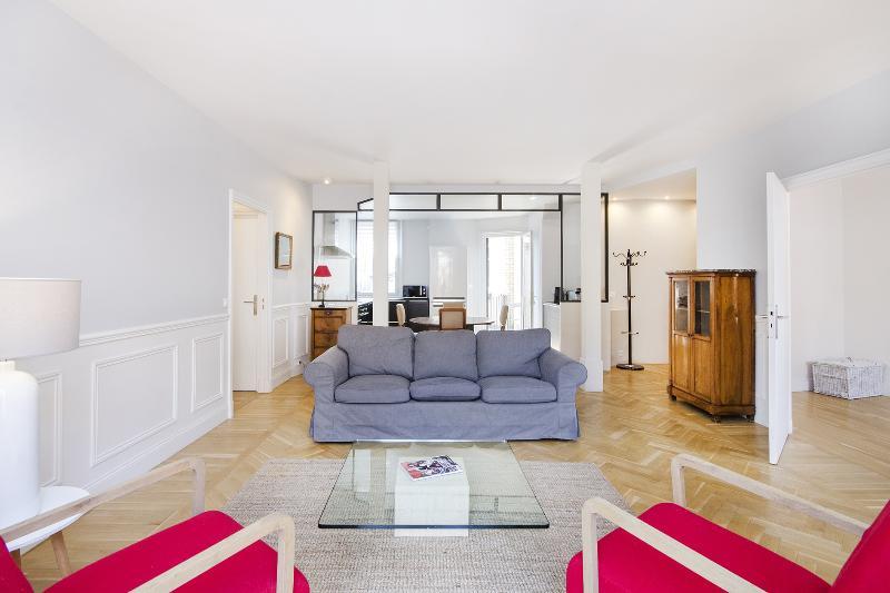 Bright 2 Bedroom in Saint Germain Near Le Bon Marché - Image 1 - Paris - rentals