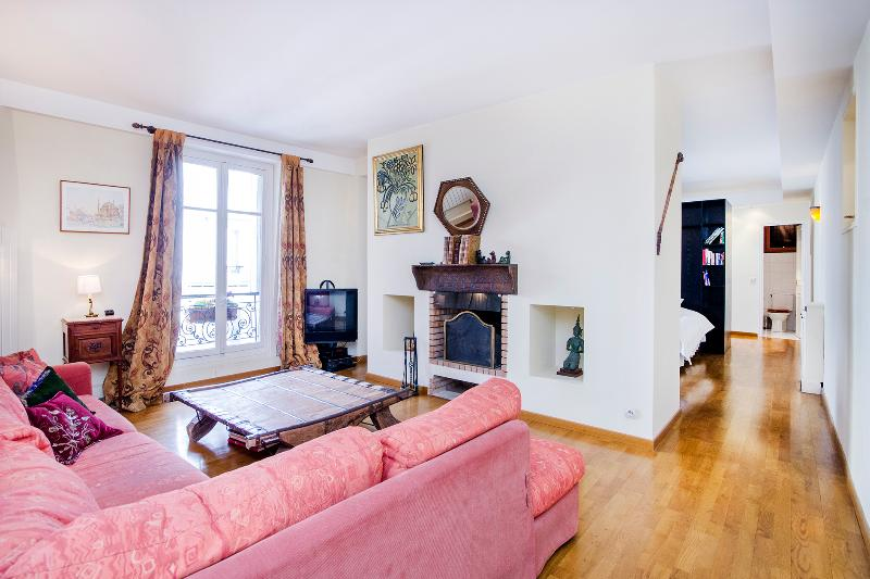 Bright & Tasteful Studio Near Champs Elysées - Image 1 - Paris - rentals