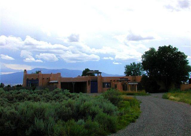 - 360 mountain views, adobe walled private yard & patios  5 Fireplaces - Taos - rentals