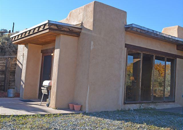 Beautiful Mountain View in a small secluded Compound Kiva Fireplace Wifi - Image 1 - El Prado - rentals
