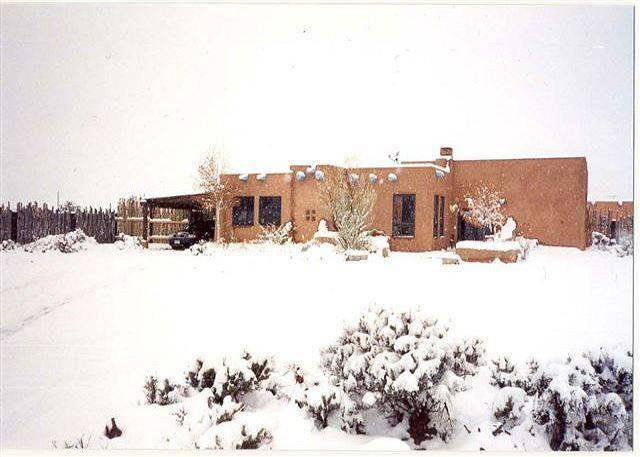 Alta Vista Enclosed yard Hot tub Mountain views gourmet kitchen - Image 1 - Taos Area - rentals