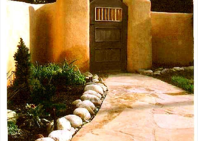CASA AZUL - Historic Taos adobe walk to town kiva fireplace DSL internet fenced yard - Taos - rentals