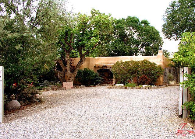 "Buffalo Gal Casita - restored historic ""Old Taos Charm"" adobe, internet, walk to plaza hot tub - Taos - rentals"