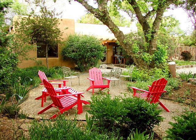 "That ""cozy"" Adirondak gathering place  - Buffalo Gal Casita- ""Old Taos Charm"" adobe, internet, walk to plaza hot tub - Taos - rentals"