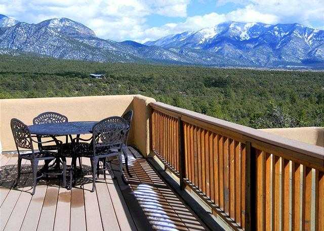 CASA VISTAS - Casa Vistas Extraordinary Mountain Views,2 View decks,Secluded, Hot Tub - El Prado - rentals