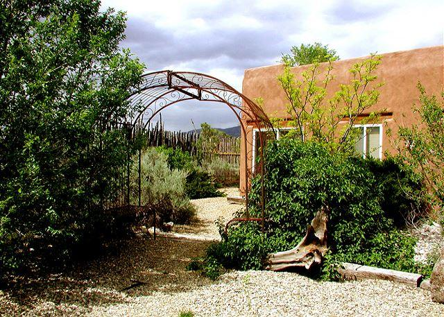 CASITA ROMANTICA - Casita Romantica Mountain views, Private Hot Tub, Wi-F - El Prado - rentals