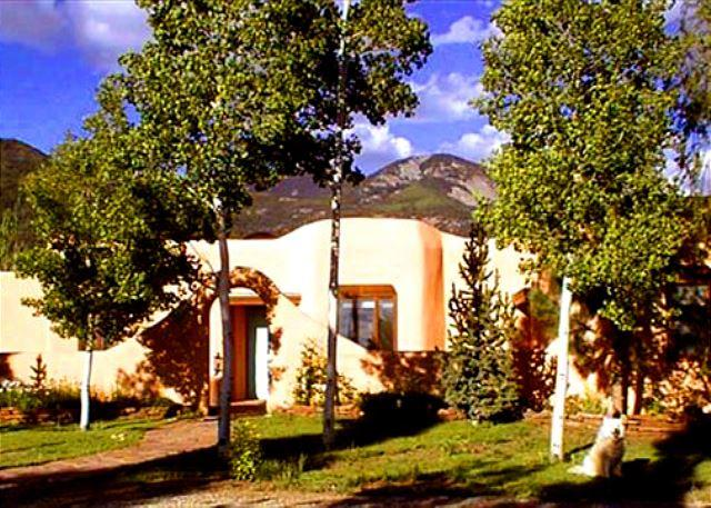 Taos Mountain viiews in Los Altos with stream & private setting  - Casa Bella Compound- private yard- stream gourmet kitchen high speed internet - Arroyo Seco - rentals