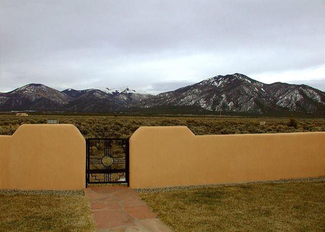 Taos vacation home panoramic view patio hot tub high speed DSL fireplace - Image 1 - El Prado - rentals