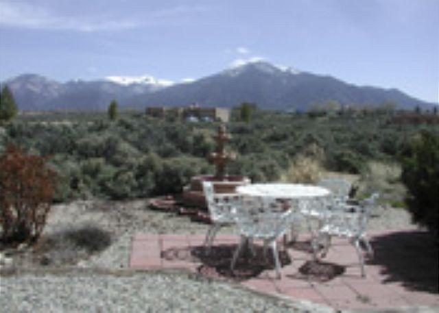 Casa Panorama - Taos rental mountain view wood burning fireplace hot tub dsl quiet peaceful - El Prado - rentals