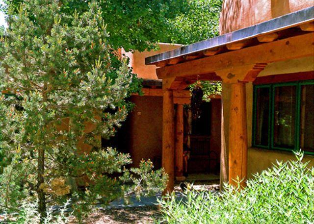 Summer view to front entry  - Adobe de Dolan Taos Town Walk 1/2 mile to Taos Plaza - Taos - rentals