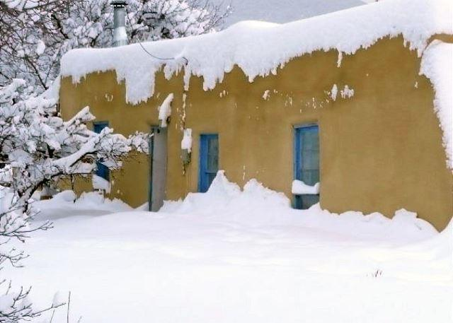 Historic cabin attached to former home of Taos icon, Artist Alfred Hobbs - Image 1 - Taos - rentals