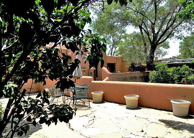 Jumbo flower pots soon to be filled with abounding flowers  - Artist Retreat 2 Walk to Plaza Enclosed Yard Hot Tub - Taos - rentals