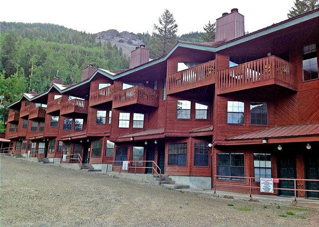 Spring time at Twining alpine chalet style condos  - Twining 9 Taos Ski Valley Condo - 2 minute walk to lifts - Taos Ski Valley - rentals