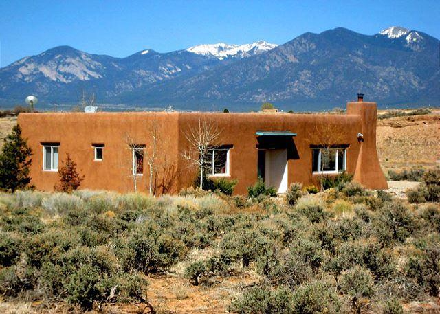 A HIDDEN RIVER HOUSE - A Hidden River House Private setting  Big Sky Views Walk to a hidden River - Ranchos De Taos - rentals