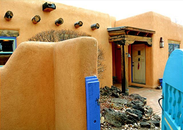 CASA DE LEGADO - Casa de Legado Private Setting with Panoramic Mountain Views, Private Hot Tub - Taos - rentals