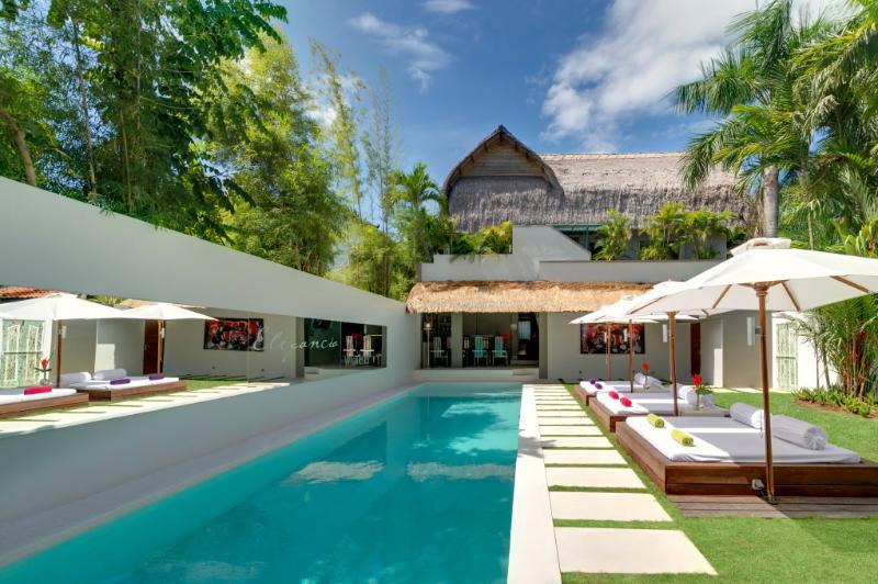 OUTDOOR POOL WITH 6 SUNBEDS - Central SEMINYAK - Total Luxury @ Villa Elegancia - Seminyak - rentals