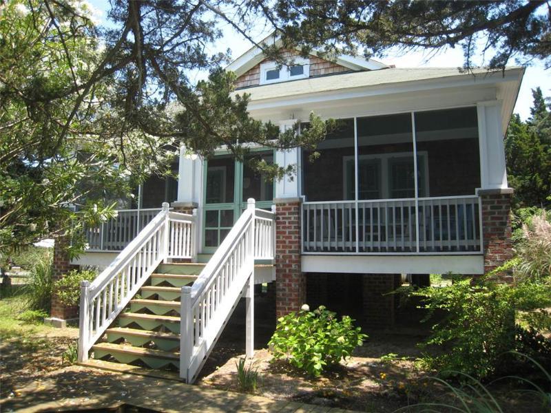 Mattie Midgette Cottage - Image 1 - Ocracoke - rentals