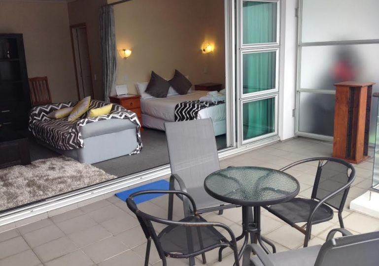 This open plan studio has a generous covered balcony - Sunny Studio with Balcony in Shed 20 Princes Wharf facing West - Auckland - rentals