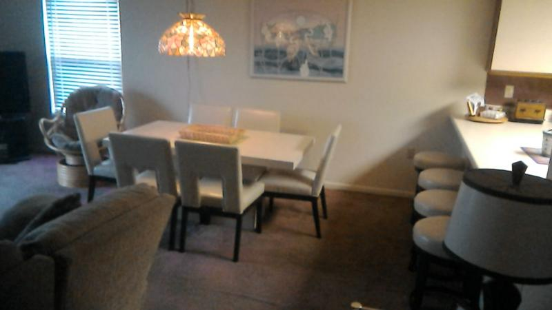 Dining Room - seating for six and 4 barstools - 3 Kings @ Regency Place w/sheets,towels & WiFi - Ocean City - rentals