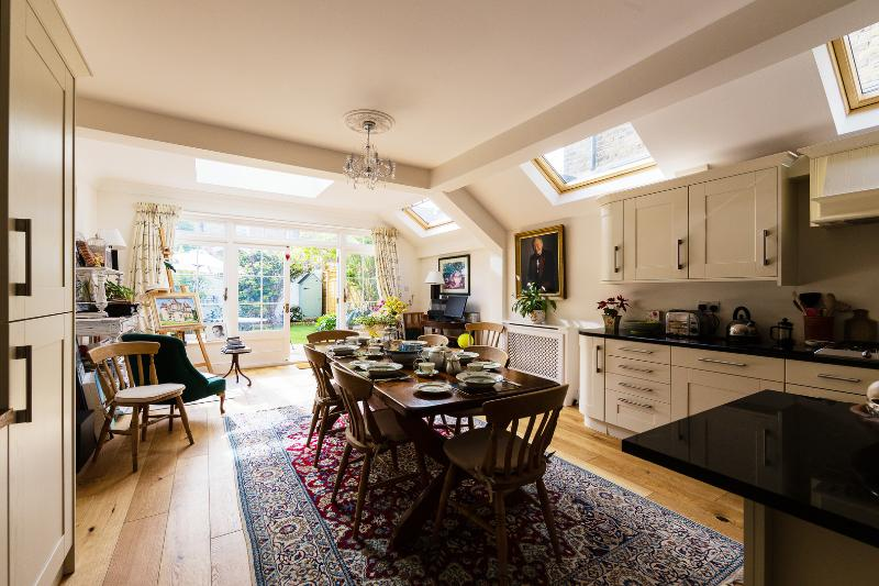 A beautifully elegant four bedroom house in Wimbledon - Image 1 - London - rentals