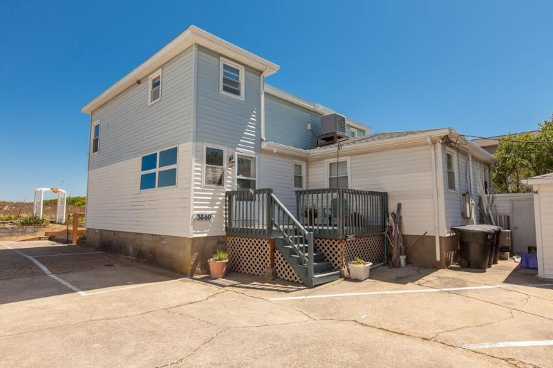 Exterior Front - Ammie's Sandcastle - Virginia Beach - rentals